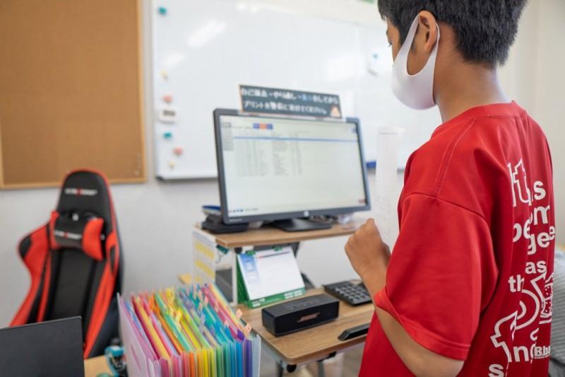 eトレーニングで問題を選ぶ生徒